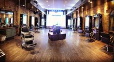 This morning The calm before the storm at @solosalon This is just one side of our amazing place. I am so blessed to work here. @solo_barber #solosalon #solobarber #chicagobarber #chicago #salon #chicagosalon #westloop #westloopisthebestloop #barberchair #koken #beautiful #whatiworkat #passion #menshaircut #mensgrooming by snipertoe