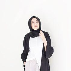 ✖️✖️✖️✖️✖️✖️✖️✖️✖️ Top: @bikbokofficial by @elsaekman Kimono: @monki Pants: @asos  #bikbokbyelsaekman #ootd #fashionwithfaith