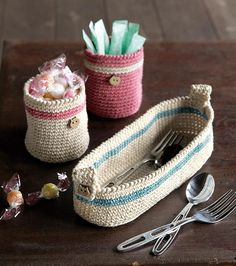 "mirigurumi: "" Cutlery Case - Free Crochet Pattern by Pierrot (Gosyo Co., Ltd) "" Free crochet pattern! Crochet Storage, Crochet Diy, Crochet Home, Love Crochet, Crochet Crafts, Crochet Projects, Simple Crochet, Crochet Ideas, Crochet Symbols"