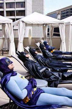 Todas las versiones de batman... tomando sol :B @pmamiaro @wiemeyer @gafernet