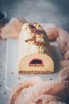 Bûche à la crème de marron et framboise Christmas Goodies, Cheesecake, Food And Drink, Dairy, Bread, Desserts, Cakes, Sweet, Tailgate Desserts
