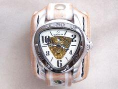 Vintage+hodinky+bílá+kůže,+řemínek+z+kůže+Pásek+na+hodinky+z+přírodní+kůže+(+zákazková+výroba+)+Barva:+bílá+Šířka:+max+5,7+cm+Hodinky+Sewor+-+samonaťahovacie+(+bez+baterky+)+Automatický+mechanizmus+vyžaduje,+aby+sa+hodinky+nosili+najlepšie+každý+deň+inak+môže+dojsť+k+ich+zastaveniu.+Hodinky+sa+naťahujú+automaticky+pri+nosení+alebo+klasicky+kolieskom.+Hodinky+...