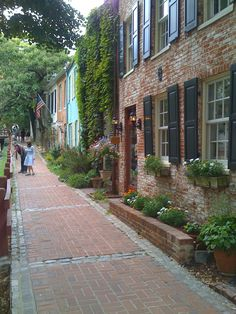 Who would not want the excitement of all the political action in their backyard along with the charm and historical beauty of Georgetown? If you want that, then let us find you a placement there!