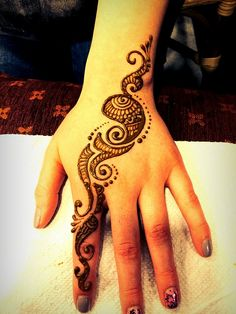 Simple Henna Design by www.yogishenna.com