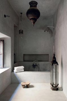 Welcome to Marrakesh, where Nicole lives half the year. Her riad, The Secret Souk, is a glorious mix of Moroccan craftsmanship and industrial heritage. Moroccan Interiors, Moroccan Decor, Bathroom Inspiration, Home Decor Inspiration, Modern Bathroom, Small Bathroom, Casa Magnolia, Ideas Baños, Decor Ideas