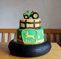 Ob Basti Landwirt ist oder hobbymäßig zum Traktorschlüssel greift, wissen wir nicht... Vielleicht holt er auch gern mal die Resi ab ;) Gesendet hat uns diese kreative Torte Sabrina. Vielen Dank dafür! Welche Torten zum Thema Landwirtschaft habt Ihr schon gezaubert? Schickt uns die Fotos! #Torten #Überraschung #Geburtstag #JohnDeere #Traktor