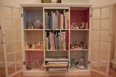 Bookshelf dollhouse for Calico Critters