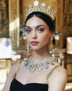 themakeupbrush: Zhenya Katava for Dolce & Gabbana Alta Moda… – Percy Willis fashion lover Dolce & Gabbana, Dolce And Gabbana Handbags, Bridal Crown, Bridal Hair, World Most Beautiful Woman, Fashion Updates, Italian Fashion, Bridal Headpieces, Mannequins