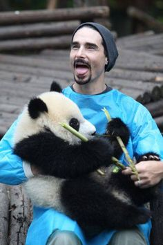 Kevin Richardson - Members of the Backstreet Boys hold giant pandas at the Giant Panda Breeding Research Institute during their China Tour on May 30, 2013 in Chengdu, Sichuan Province of China. (Photo by ChinaFotoPress/ChinaFotoPress via Getty Images)