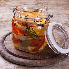 Nakladaný hermelín Food Art, Pickles, Cucumber, Mason Jars, Food And Drink, Homemade, Canning, Vegetables, Tableware