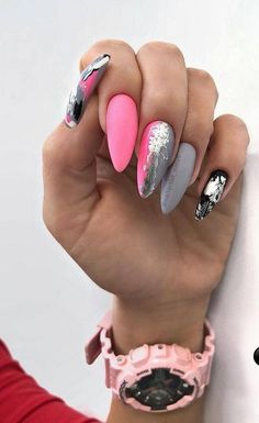 86 christmas nails design in winter 2018 nails art nail desi Nail Art Designs, Winter Nail Designs, Christmas Nail Designs, Nails Design, Stylish Nails, Trendy Nails, Cute Nails, Holiday Nails, Christmas Nails