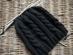 Most current Free Crochet for Beginners socks Suggestions Should you be learning to crochet, there's something to take into consideration that can make your Easy Knitting, Knitting For Beginners, Knitting Socks, Learn How To Knit, Learn To Crochet, Knitted Baby Blankets, Knitted Hats, Diy Mode, Personalized Christmas Gifts