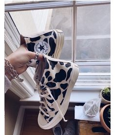 Nike Air Shoes, Aesthetic Shoes, Hype Shoes, Fresh Shoes, Retro Outfits, Sock Shoes, Shoe Game, Girls Shoes, Sneakers Fashion