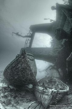 Lifeboats of Salem Express Wreck, near Safaga, Egypt. Photo by Dmitry Starostenkov on Fivehundredpx Abandoned Ships, Abandoned Buildings, Abandoned Places, Photo Post Mortem, Foto Picture, Ghost Ship, Shipwreck, Underwater World, Haunted Places