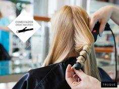 """Logo após usar o babyliss, puxe a ponta da mecha e estique-a bem enquanto esfria. Esse truque """"relaxa"""" as ondas, dando um efeito muito mais natural ao cabelo. #hairtip #tips #tricks"""