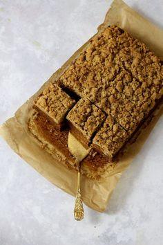 Karottenkuchen super saftig mit leckeren Streuseln: Dieses Rezept aus Skandinavien wird dich begeistern! Super, Cake Ingredients, Cake Batter, Scandinavian Recipes, Cake Land, Strawberry Cakes