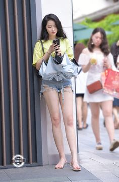 Ultra short jeans beauty, legs are especiall long and beautiful. Cute Asian Girls, Sexy Hot Girls, Girls In Mini Skirts, Look Girl, Beautiful Asian Women, Sexy Legs, Asian Woman, Asian Beauty, Glamour