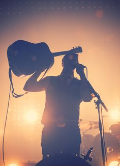 Mumford and sons. I this pic! Kinds Of Music, Music Is Life, My Music, Radios, Pub Radio, Marcus Mumford, Mumford Sons, Sigh No More, Concerts