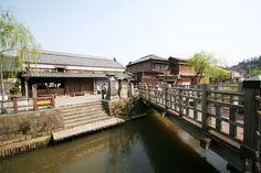 美しい自然に囲まれ、歴史的な町並みや建造物のある、千葉県香取市佐原。利根川水運の中継基地として栄えた土地で、水郷の町としても知られています。情緒ある佐原の町並みをはじめ、香取市佐原縁の人物「伊能忠敬」の旧宅や水郷佐原水生植物園などのんびり散策するのにおすすめの観光スポットです。今回、香取市佐原でおすすめの観光スポットを7選選んでみました。一挙、ご紹介します!