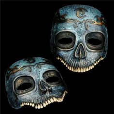 If I can find suitable materials to make a skull mask like this combining the macarbe and beautiful detail then I'll be sorted ^_^ Crane, Looks Halloween, Sculptures Céramiques, Cool Masks, Awesome Masks, Skull Mask, Maquillage Halloween, Masks Art, Cosplay