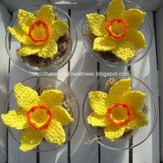 hooks and so more: Crochet pattern daffodils Easter Crochet Patterns, Crochet Patterns Amigurumi, Crochet Blanket Patterns, Flower Patterns, Crochet Stitches, Mulberry Wine, Daffodil Flower, Crochet Decoration, African Flowers