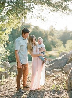 Family Session Featured on The Fount Collective Family Portrait Outfits, Family Photo Outfits, Family Photo Sessions, Family Posing, Family Portraits, Family Photos What To Wear, Summer Family Photos, Family Pictures, Spring Photos