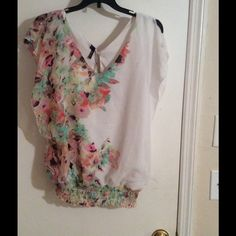 Perfect top Great blouse casual or perfect for the office. Worn a few times Tops Blouses