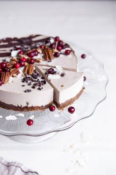 Vegan Raw Gingerbread Cake // Another absolutely excellent way to use gingerbread spices. Perfectly healthy, but incredibly creamy and satisfying.