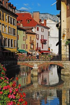 A view of Annecy, with part of de facade of one of its churches reflected on water, Rhone Alpes_ France