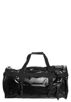 want this duffel bag too!