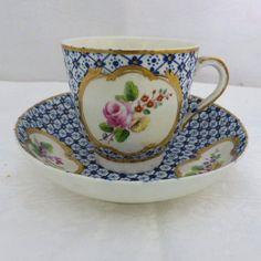 Tasse et sa sous-tasse en porcelaine tendre de Chantilly, époque Louis XV