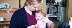 O divertimento de um bebé pode ser algo muitosimples. Vê como esta menina com apenas 4 meses não consegue parar de rir com o som da mãe a comer batatas fritas! :) TopaIsto