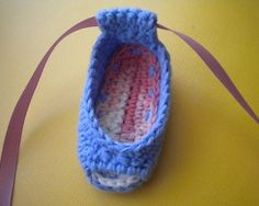 gift presents for a little girls: piggy peeps baby shoes *pattern* | make handmade, crochet, craft