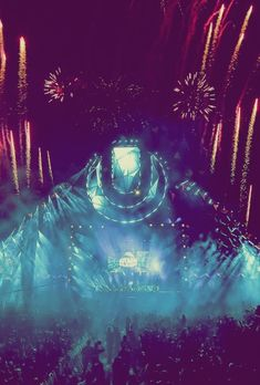 Ultra Music Festival is an event in the United States. one day in my life i will go over there to see what this event realy is like.