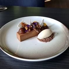 Peanut Butter and Maple Syrup. Plate by - Peanut Butter and Maple Syrup. Fancy Desserts, Köstliche Desserts, Plated Desserts, Chocolate Desserts, Dessert Recipes, Chocolate Hazelnut, Chocolate Decorations, Healthy Desserts, Food Plating Techniques