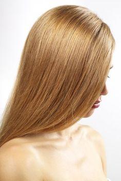 Shampooing volume naturel: Pour donner du gonflant à vos cheveux, faites bouillir 50 g de lierre grimpant (Hedera helix) avec 1 litre d'eau pendant 10 mn, laissez à nouveau infuser à couvert hors du feu pendant 10 mn, filtrez et ajoutez un demi-litre d'eau bouillante. Laissez refroidir et utilisez cette préparation comme shampooing.