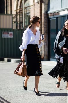 Chic Parisian street style spotted during Australia fashion week 2016 – elegance – elegant outfits Moda Fashion, Fashion News, Fashion Outfits, Womens Fashion, Fashion Trends, Fashion Sale, Fashion Fashion, Runway Fashion, Looks Street Style