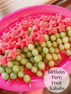 Fruit Kabobs with Watermelon Stars for a Birthday Party Side Dish! Birthday party fruit kabobs with green grapes and watermelon stars. Watermelon Birthday Parties, Baby Shower Watermelon, Fruit Birthday, Flamingo Birthday, Fruit Party, Summer Birthday, Watermelon Party Decorations, Birthday Party Foods, Girl Birthday Party Themes