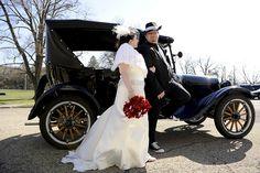 Amber & Dylan's Roaring '20s prison wedding | Offbeat Bride