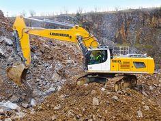 Productive in the quarry: the Liebherr R 960 SME crawler excavator! Heavy Construction Equipment, Heavy Equipment, Crawler Crane, Tonka Toys, Hydraulic Excavator, Crawler Tractor, Mining Equipment, Engin, Heavy Machinery