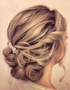 Whether a classic chignon, textured updo or a chic wedding updo with a beautiful details. These wedding updos are perfect for any bride looking for a unique wedding hairstyles. Updos For Medium Length Hair, Wedding Hairstyles For Medium Hair, Up Dos For Medium Hair, Bride Hairstyles, Medium Hair Styles, Short Hair Styles, Hairstyle Ideas, Hairstyles 2018, Scene Hairstyles