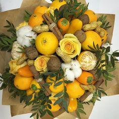 Fruit bouquet decor 70 ideas for 2019 Edible Centerpieces, Edible Bouquets, Fruit Decorations, Harvest Decorations, Edible Arrangements, Floral Bouquets, Vegetable Bouquet, Food Bouquet, Fruit Flowers