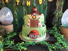 Jurassic Park birthday cake for Julius. Dinosaur Birthday Cakes, Park Birthday, Jurassic Park, Party Ideas, Ideas Party
