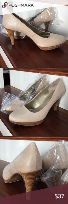 Bandolino Platform Heels NIB Gorgeous taupe/gold heels. 3 1/2 inch wooden heel with a half inch platform. Great with jeans!! Bandolino Shoes Heels