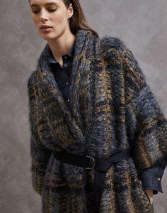 36 ideas crochet cardigan long style for 2019 Long Sweaters For Women, Cardigans For Women, Cardigan En Maille, Cardigan Outfits, Knit Jacket, Crochet Cardigan, Brunello Cucinelli, Pulls, Tweed