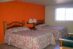 Hotel Villa St. Cruz, Creel, Chihuahua - A unos metros de la plaza y al pie de la sierra.