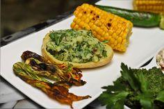 Frische Gemüse-und Kräuterplatte mit Rucolakartoffeln und Zucchiniblüten @ Veganitäten Kraut, Vegetables, Food, Zucchini Flowers, Vegane Rezepte, Fresh, Easy Meals, Food Food, Tips