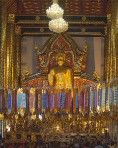 2013 Photograph, Wat Chedi Luang Phra Wiharn Interior, Tambon Phra Sing, Mueang Chiang Mai District, Chiang Mai Province, Thailand. © 2013.  ภาพถ่าย ๒๕๕๖ วัดเจดีย์หลวง ภายในพระวิหาร ตำบลพระสิงห์ เมืองเชียงใหม่ จังหวัดเชียงใหม่ ประเทศไทย