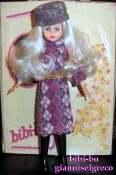 Bibi-bo giysi dolu bir moda bebek olduğunu. ביבי-בו היא בובת אופנה עם המון בגדים. De bibi-bo is een mode-pop met veel kleding. A bibi-bo egy divatos Doll a sok-sok ruhát.