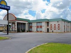 Lawton (OK) Days Inn Duncan United States, North America Days Inn Duncan is conveniently located in the popular Lawton area. Both business travelers and tourists can enjoy the hotel's facilities and services. All the necessary facilities, including disabled facilities, business center, Wi-Fi in public areas, car park, are at hand. Each guestroom is elegantly furnished and equipped with handy amenities. Enjoy the hotel's recreational facilities, including outdoor pool, garden, ...
